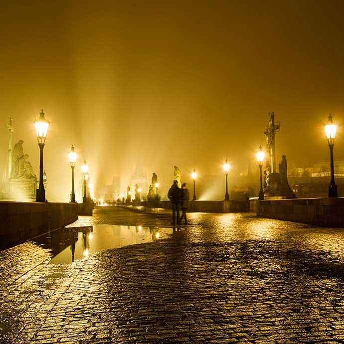 puente de carlos en invierno