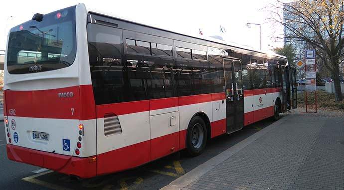 parada de autobús del aeropuerto de praga