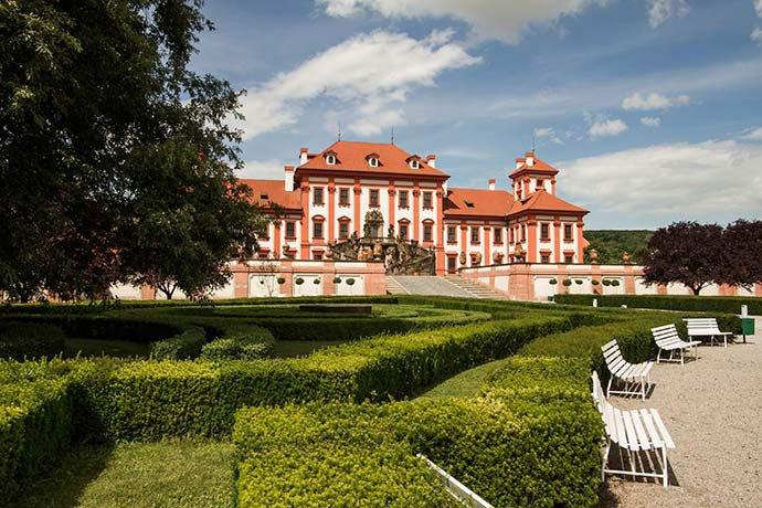 Jardín y Palacio Troja.